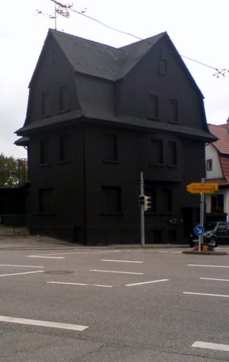 Black_house